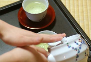 お出迎えのお茶の画像